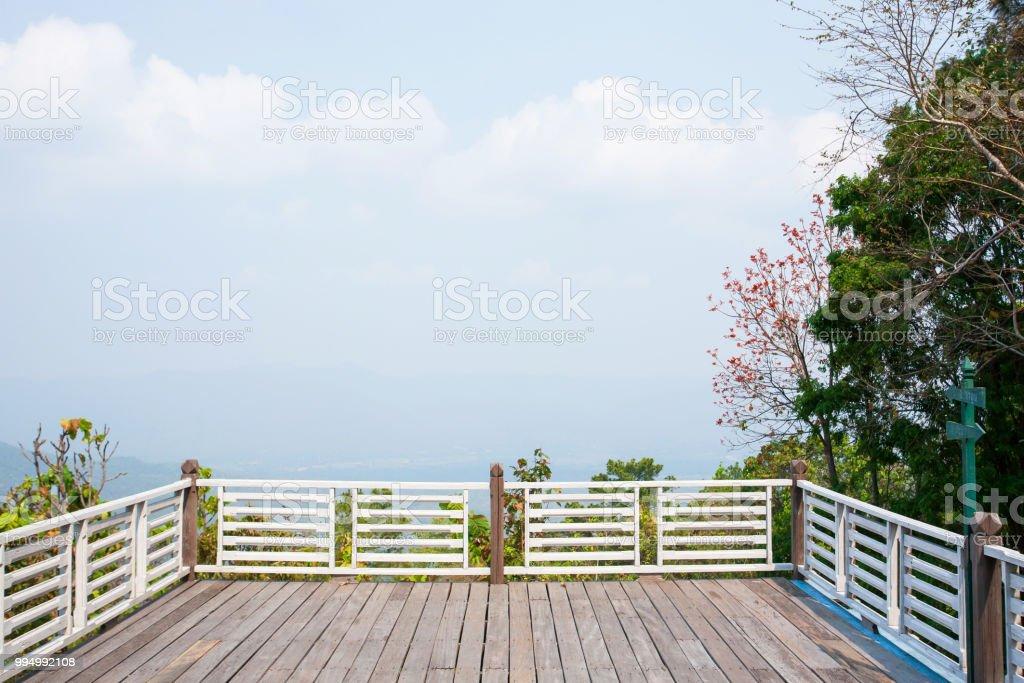Balcón Vacío Y Terraza Mirador Con Fondo Azul Claro Del