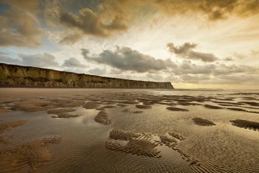 ¿Podriamos quedarnos sin arena en nuestras playas? Empty-beach-and-cliffs-in-northern-france-picture-id184967604?b=1&k=6&m=184967604&s=170667a&w=0&h=4Yf24SHznIzWQK8m1Tdqn05tlazuQM7aZhQP74CkwM8=