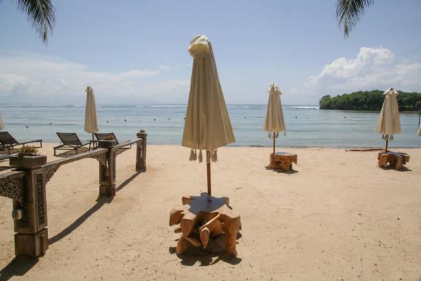 Leerer Strand während der Coronavirus-Sperre. Coronavirus-Pandemiekrise. Der Tourismus befindet sich aufgrund der weltweiten Panik vor dem Corona-Virus in einer großen Krise. – Foto