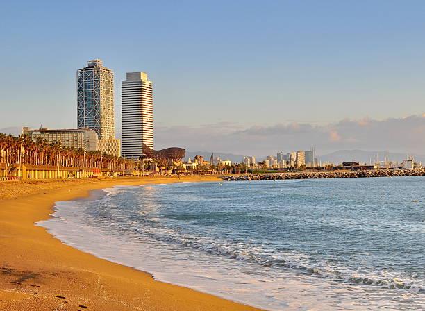 Playa vacía de Barcelona - foto de stock