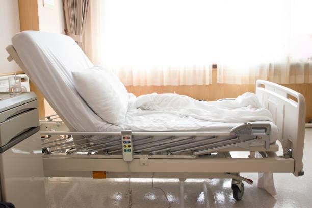 空ベッド ルーム病院 - 病棟 ストックフォトと画像