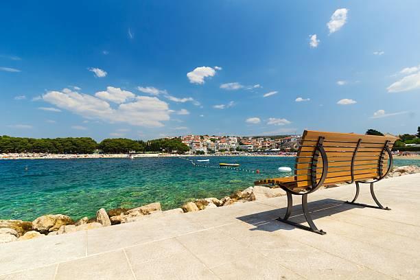 Pusta Ławka przez Morze promenadzie, Primosten, Chorwacja – zdjęcie