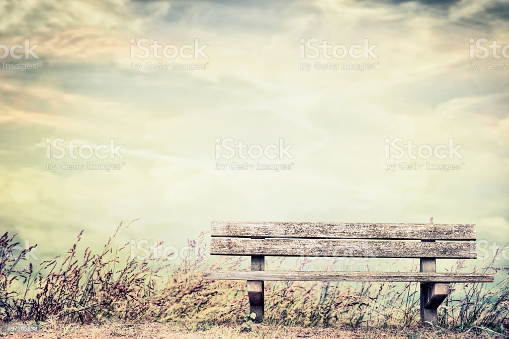 Empty bench on grass and sky background, outdoor nature Lizenzfreies stock-foto