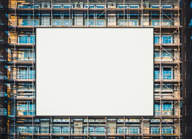 Leere Plakatwände an der Gebäudefassade, Werbung mockup – Foto