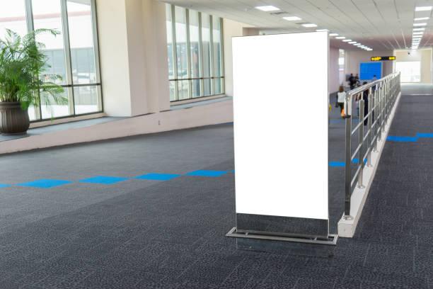 Leer leer Billboard Pop-Muck, am Flughafen, Bahnhof station.advertising öffentliche kommerzielle, bereit für neue Ankündigung, selektiven Fokus – Foto