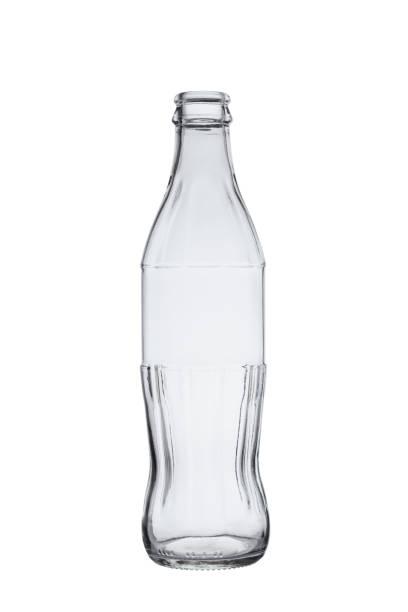 leere flasche für kohlensäurehaltige softdrinks ohne abdeckung, auf weißem hintergrund - glasskulpturen stock-fotos und bilder