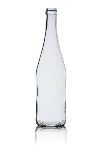 garrafa de vidro transparente com reflexo isolado em um fundo branco - garrafa - fotografias e filmes do acervo
