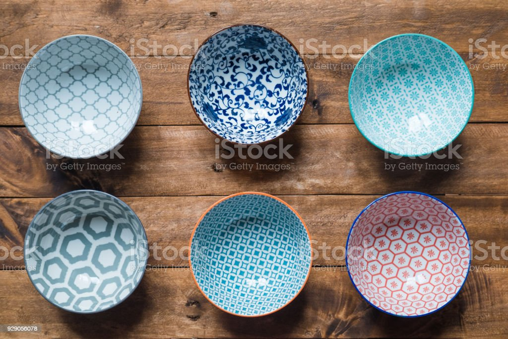 Empty bowl on table - foto stock