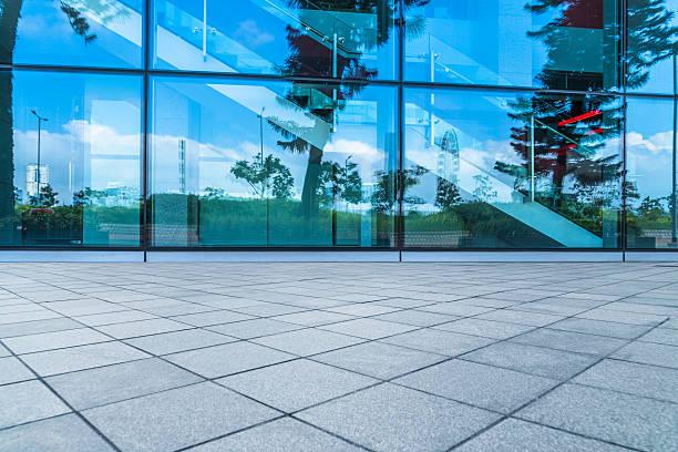 empty brick floor with glass wall pattern - fensterfront stock-fotos und bilder