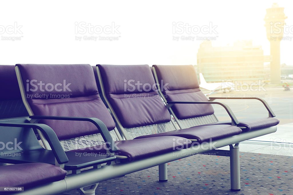 Empty chairs in the departure hall at airport foto stock royalty-free
