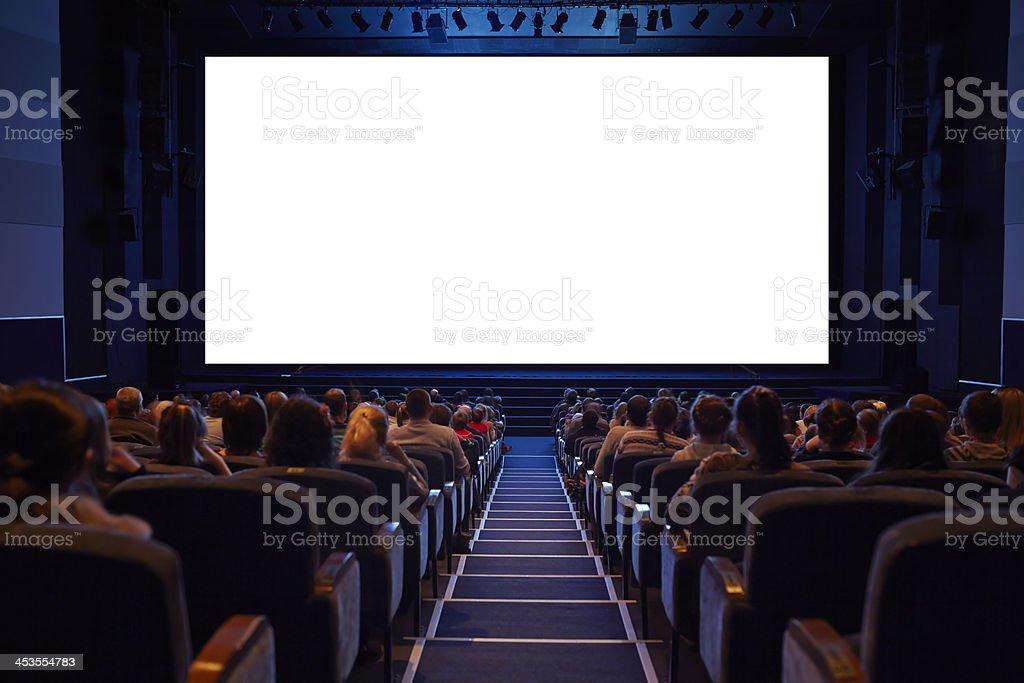 空の映画館の画面に視聴者を対象としています。 ロイヤリティフリーストックフォト
