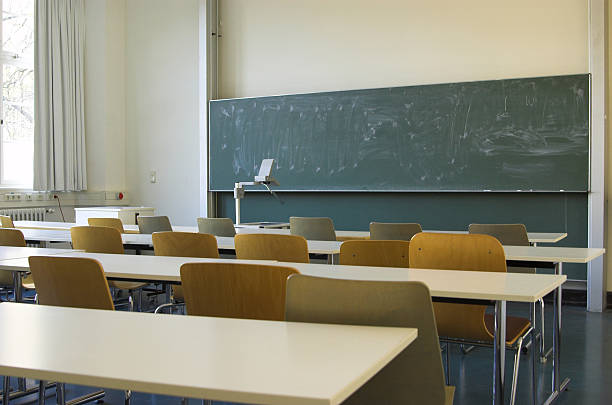 Empty Classroom Empty Classroom overhead projector stock pictures, royalty-free photos & images