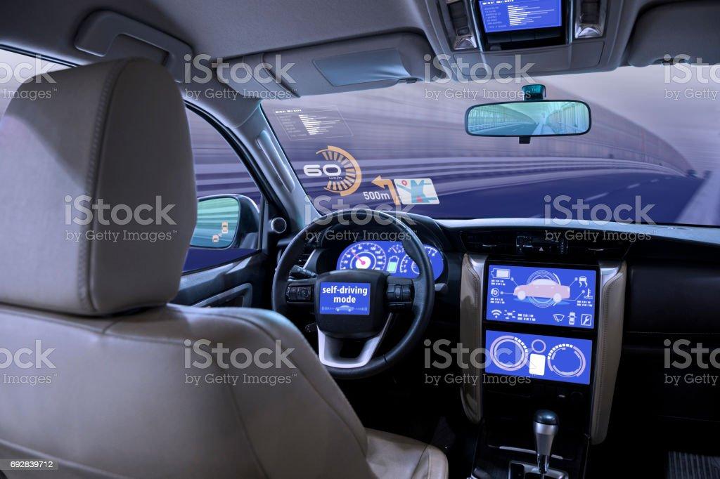 leeren Cockpit des Fahrzeugs, HUD (Head Up Display) und digitaler Tacho – Foto