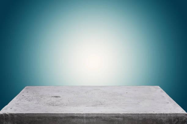 leere beton tischplatte auf konkrete verlaufshintergrund, vorlage für die anzeige ihres produktes mock. - zement terrasse stock-fotos und bilder
