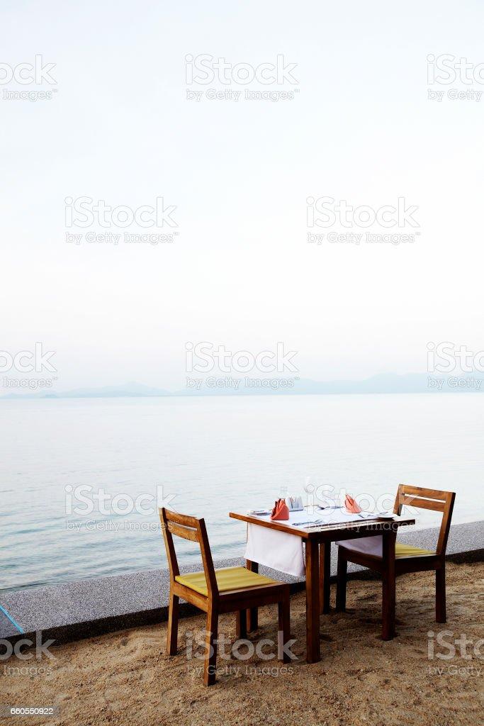 Empty dinner tables on beach – Foto