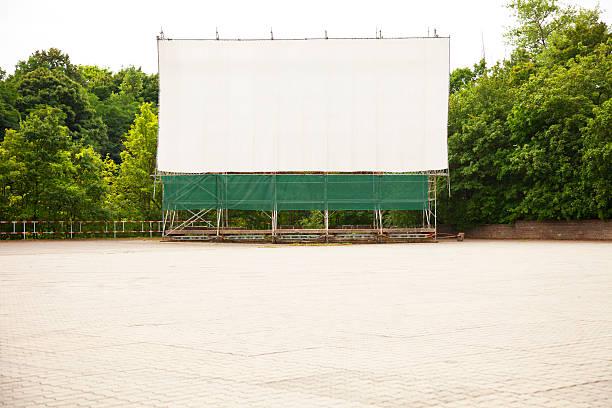 leere drive-in kino - große leinwand stock-fotos und bilder