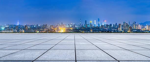 empty floor and modern city skyline in nanjing at night - schönen abend bilder stock-fotos und bilder