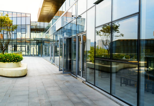 andar vazio e moderno edifício de escritórios em ciência e tecnologia do parque, chongqing, china - arranha céu - fotografias e filmes do acervo