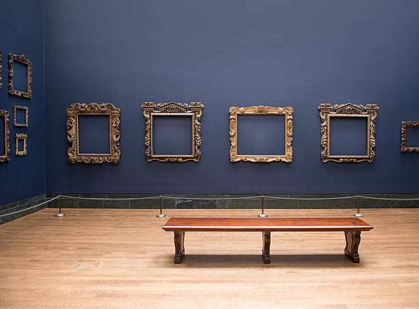 leere rahmen in kunstgalerie - gemäldegalerie stock-fotos und bilder