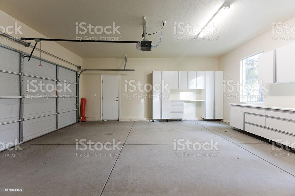 Leere Garage geschlossen – Foto