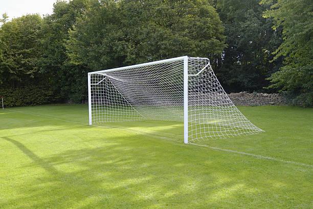 empty goal net - soccer goal stockfoto's en -beelden