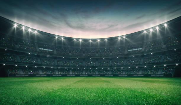 champ vert vide d'herbe et stade extérieur illuminé avec des ventilateurs, vue de champ avant - football photos et images de collection