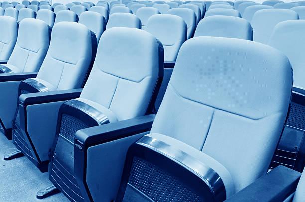 Leeren Saal für Präsentation mit Sesseln – Foto