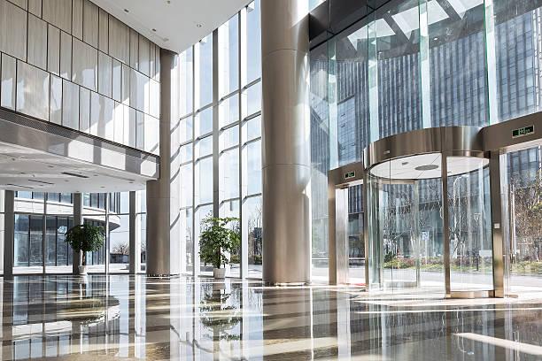 空のホールには、モダンなオフィスビル。 ストックフォト