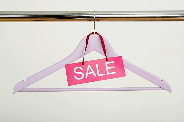empty hanger on a clothes rack with the sale sign. - sale stok fotoğraflar ve resimler