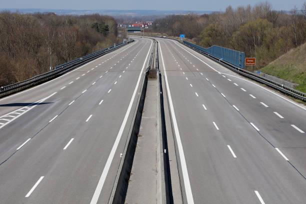 Leerer Highway, Coronavirus-Effekt – Foto