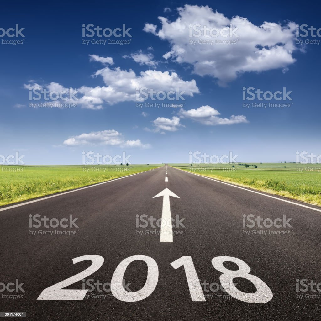 Empty highway to upcoming 2018 at idyllic morning - foto de stock