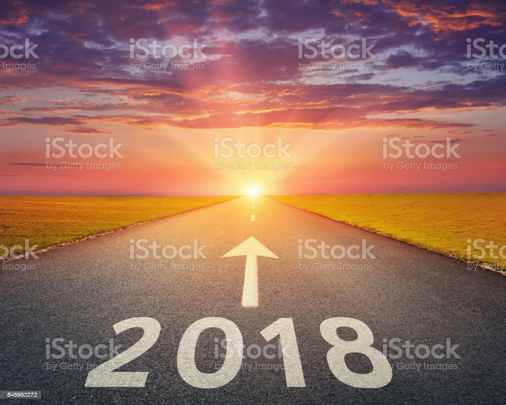 Empty highway to upcoming 2018 at sunset - foto de stock