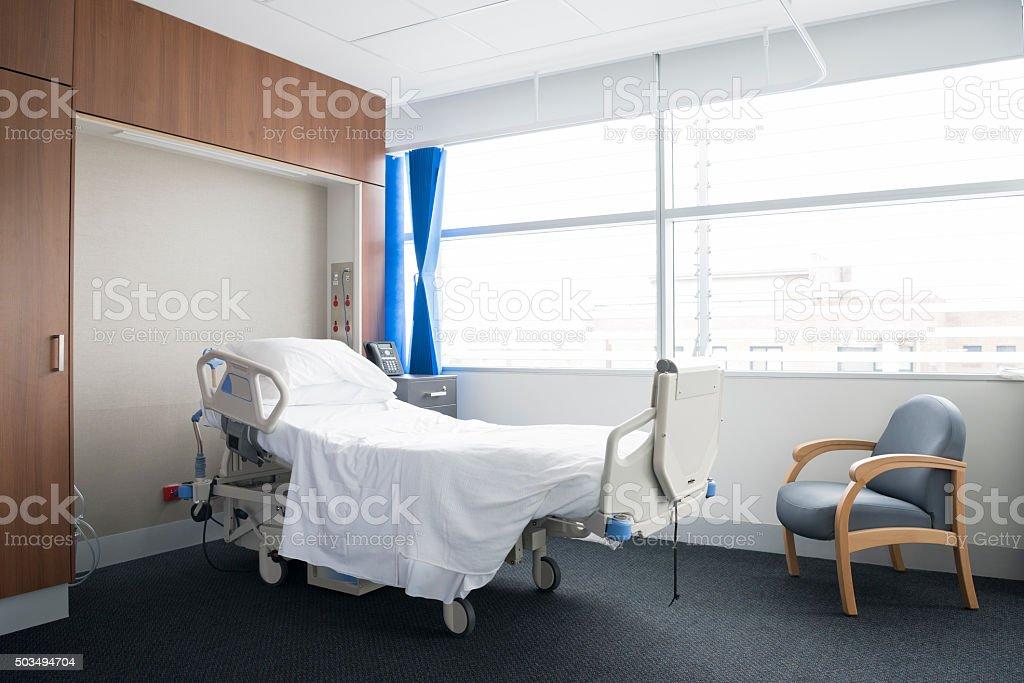 Lit Du0027hôpital Vide Dans Une Chambre Du0027hôpital Moderne. Photo Libre De