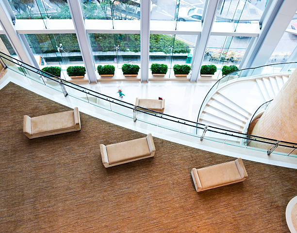leere hotel-lobby - eingangsbereich teppich stock-fotos und bilder
