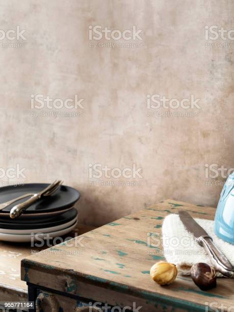 Empty kitchenfoodservinghome interior picture id955771164?b=1&k=6&m=955771164&s=612x612&h=t p1nxk2ijptx8qsebmwixtgpdc8uzvmqi6t13i3aom=