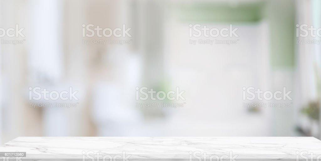 空的大理石貴賓席,與模糊的浴室內背景。圖像檔