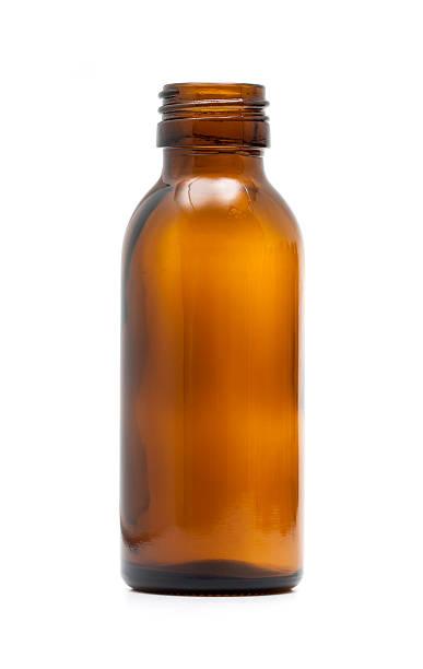 leere medizin-flaschen - braunglasflaschen stock-fotos und bilder