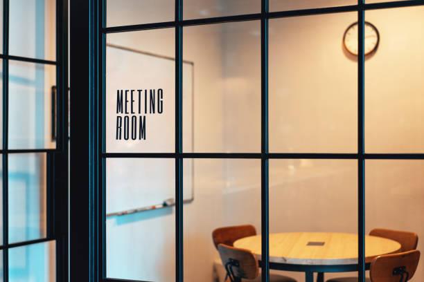 空會議室,配有時尚的黑色框架,可供使用 - 虛擬辦公室 個照片及圖片檔