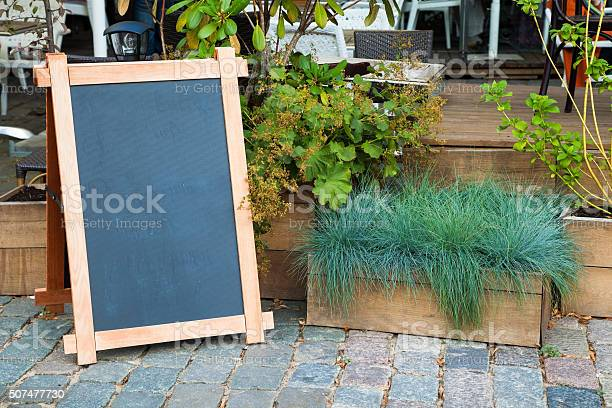 Empty menu advertising board and wooden box of grass picture id507477730?b=1&k=6&m=507477730&s=612x612&h=gei7 aavnuudmjt72jlhwtbdcrbspihx qkh ufiz4s=