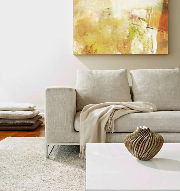 leere moderne wohnzimmer - tischsofa stock-fotos und bilder