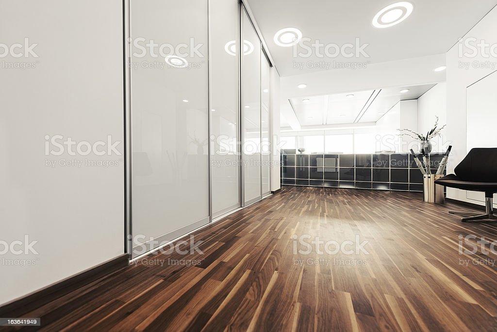 Vac o oficina moderna recepci n estilo happy hour for Recepcion oficina moderna