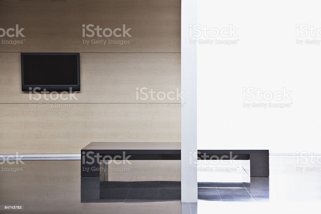 Hall dell'edificio ufficio vuoto foto stock royalty-free