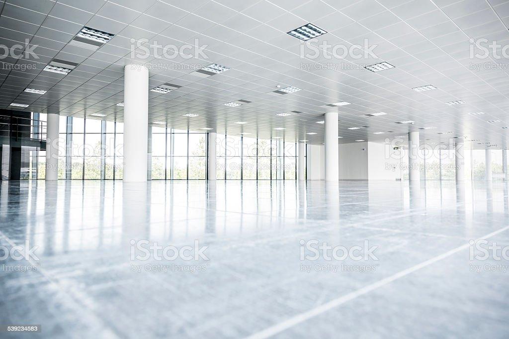 Piso de oficinas vacías en edificio moderno foto de stock libre de derechos