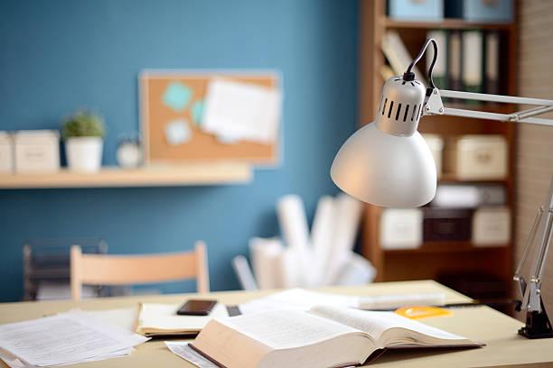 leeres büro - bürolampe stock-fotos und bilder