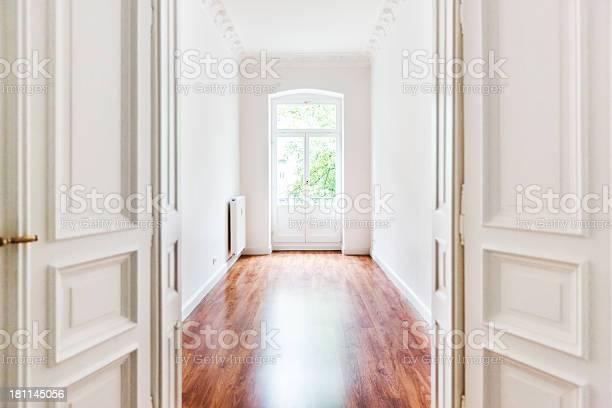Leere Alte Art Nouveauzimmer Mit Offenen Tür Stockfoto und mehr Bilder von Alt