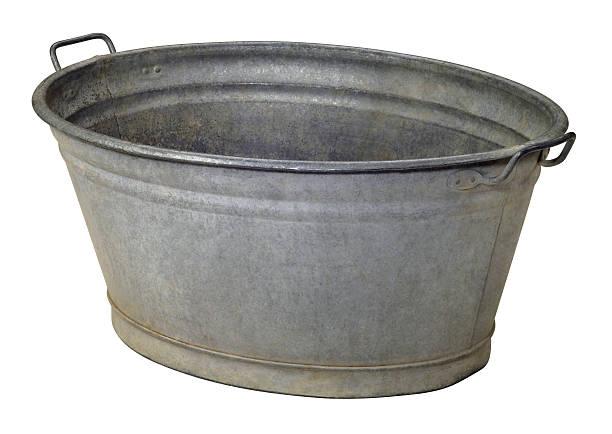 vecchio vuoto vassoio in metallo - bacinella metallica foto e immagini stock