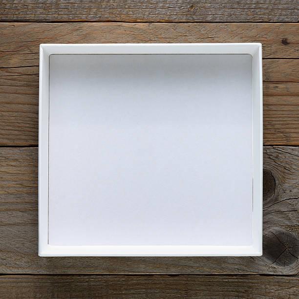 empty open box on wooden table - puste pudełko zdjęcia i obrazy z banku zdjęć