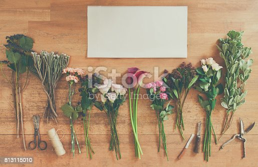 istock Empty paper and flowers bouquets on white wood 813115010