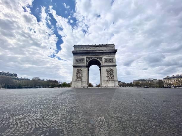 paris vide pendant la quarantaine - covid france photos et images de collection