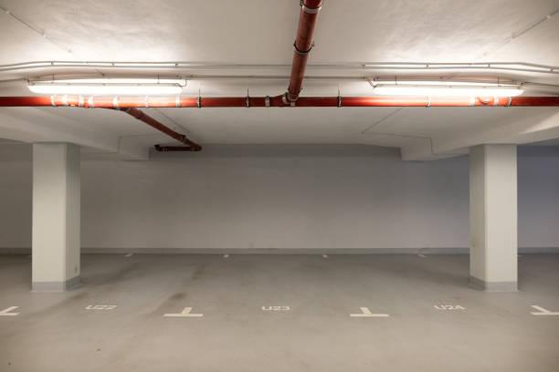 leere garage - unterirdisch stock-fotos und bilder